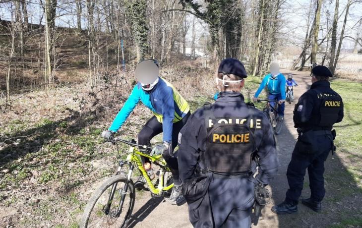 Policie: Lidé berou nařízení vlády na lehkou váhu