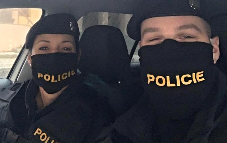 Koronavir snižuje počty policistů i hasičů
