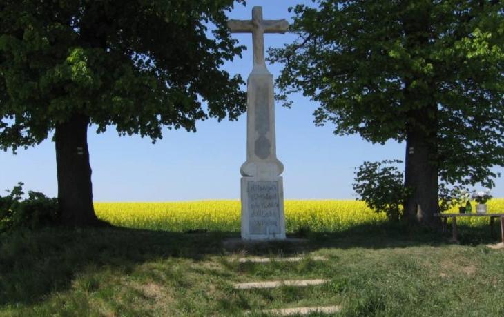 344 let starý kříž se dočkal opravy