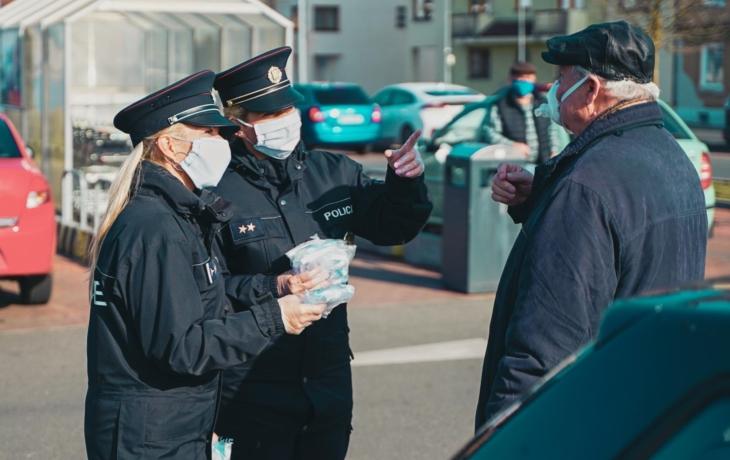 Lidé vládní nařízení dodržují, tvrdí policie