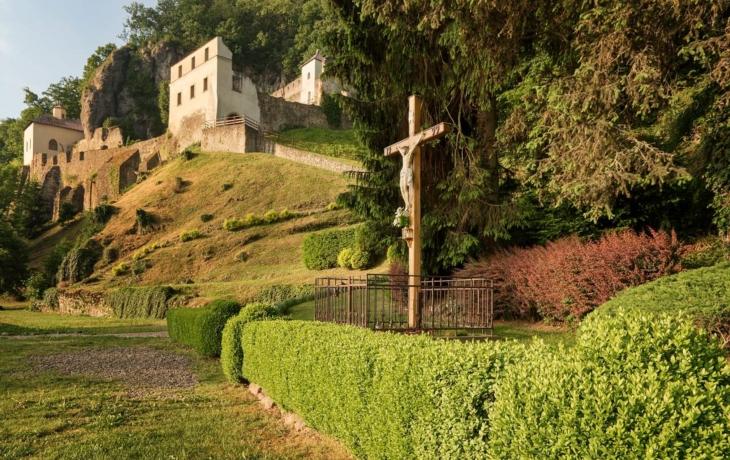 Opravili barokní kříž, připomíná tragédii?