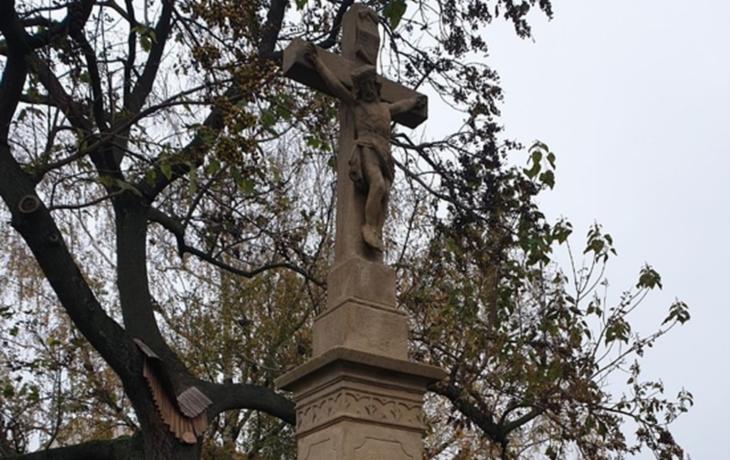 Pětimetrový kříž je jako nový