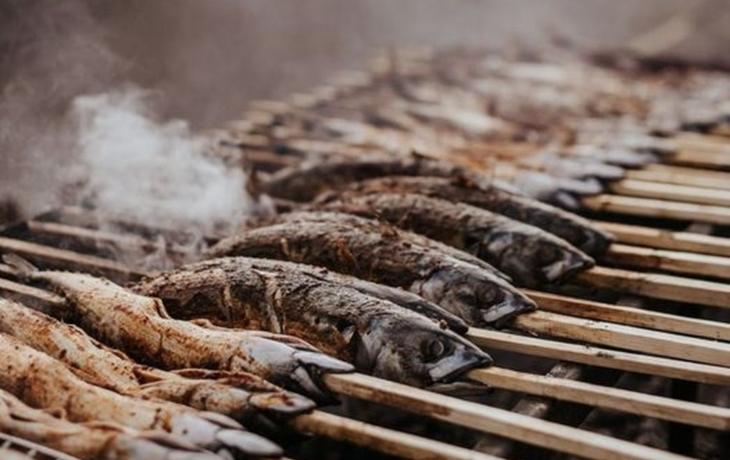 Podnikatel ugriluje zdravotníkům lahodné makrely
