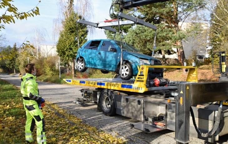 Z brodských ulic mizí autovraky, skončí v dražbě?