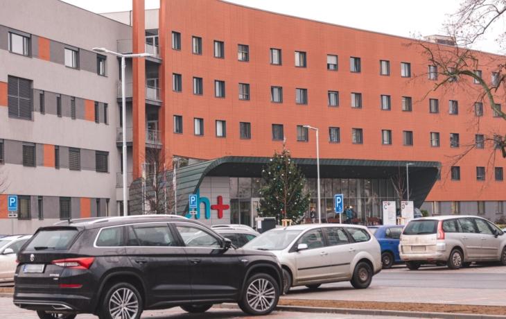Pacienti se dočkali parkoviště u centrálního pavilonu