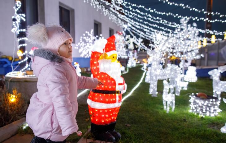 Vánoční dům láká jako bazilika, za výzdobou stojí dva a půl měsíce práce