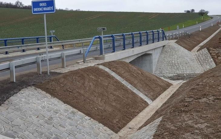 V Topolné vyrostl nový most