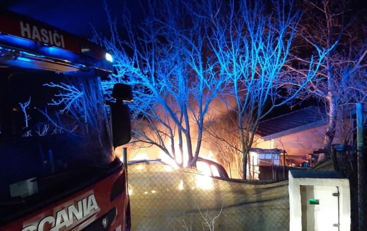 V Brodě hořelo auto, proč šetří policie