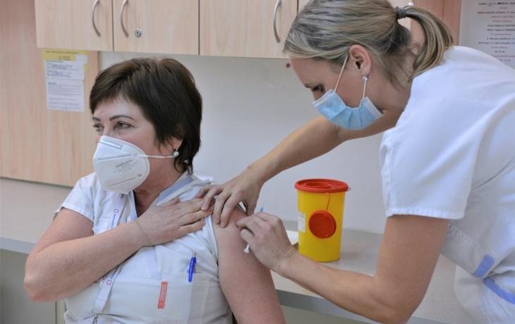 Očkování odstartovalo, kraj dostal prvních 10 tisíc vakcín