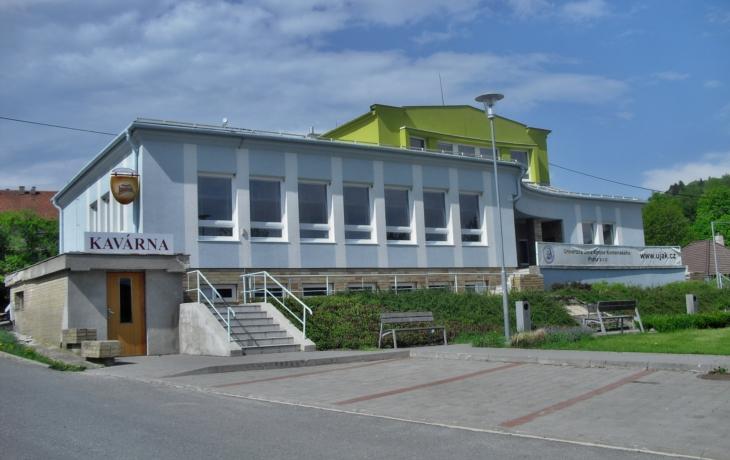 Kotelna, podlahy a sklep. Obec investovala do kulturního domu.