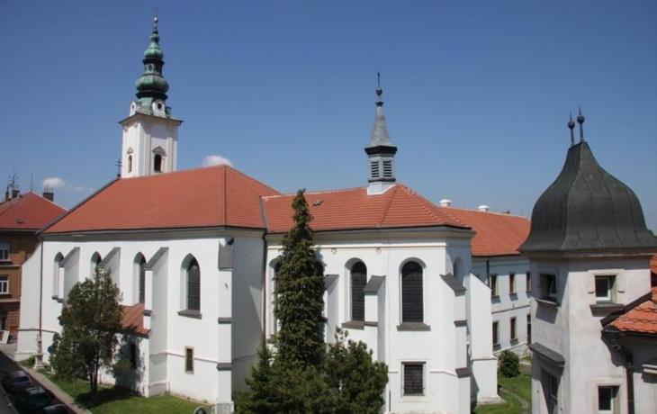Františkánský klášter je na prodej! Koupí břemeno město?