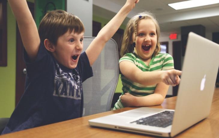 Pro děti je internet zábavou