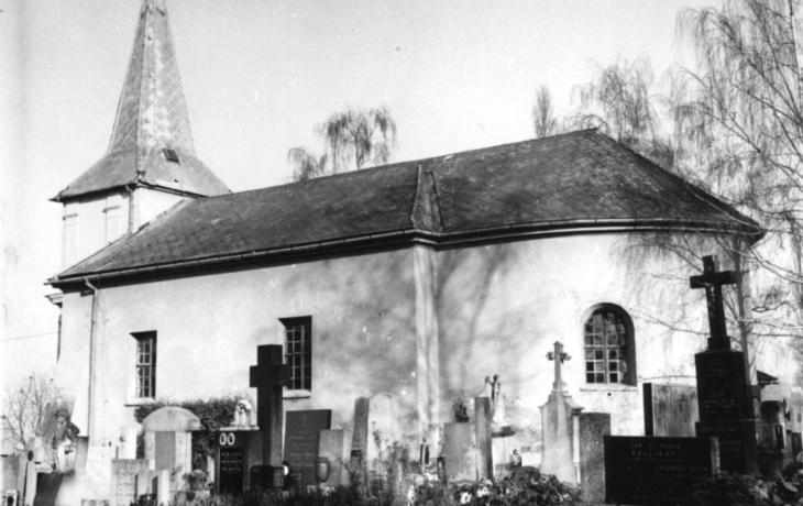Za zdmi mařatického hřbitova - kostel Nanebevzetí Panny Marie