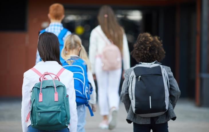 Obětovala vláda děti, učitele i rodiče?