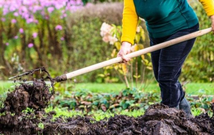 Farmářka nezaplatila za hnojivo, dluží dva miliony