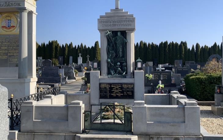 Hroby a hrobky s uměleckými díly - sochař Čeněk Vosmík