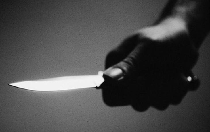 Cizinci se pohádali, jeden druhého bodl nožem do břicha