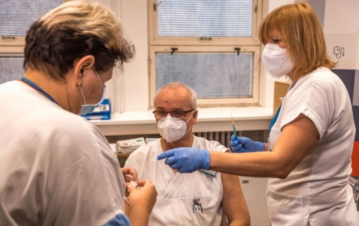 Výzva varuje před rozvolněním, nemocnice jsou stále na hranicích kapacity