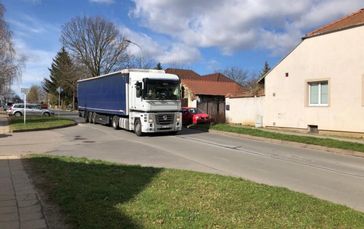 Kamiony ohrožují Východ, řidičům se risk vyplatí