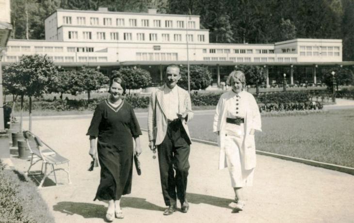 Návštěvníky Luhačovic potěší výstava poezie z lázní 30. let