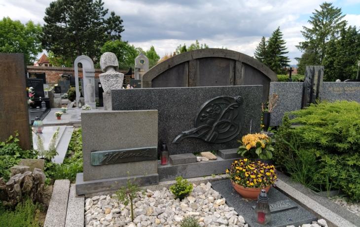 Hroby a hrobky s uměleckými díly