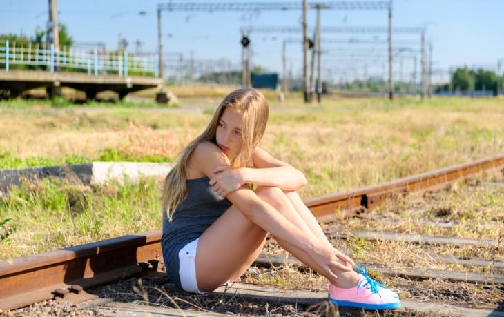 A je to tady zase! Kvůli selfíčku vlak srazil dvě dívky!