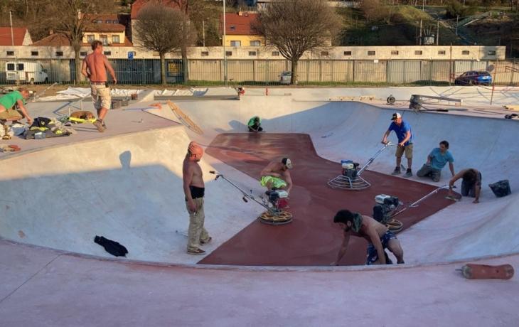 Prázdniny v novém skateparku budou hustý…