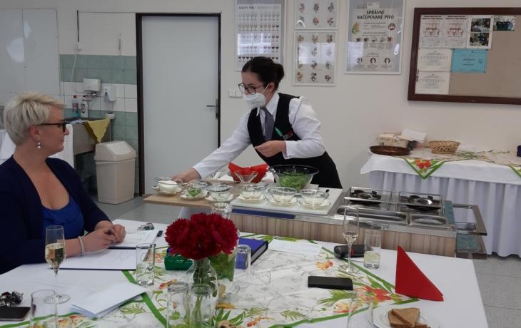 Voňavé praktické závěrečné zkoušky kuchařů, číšníků a cukrářů