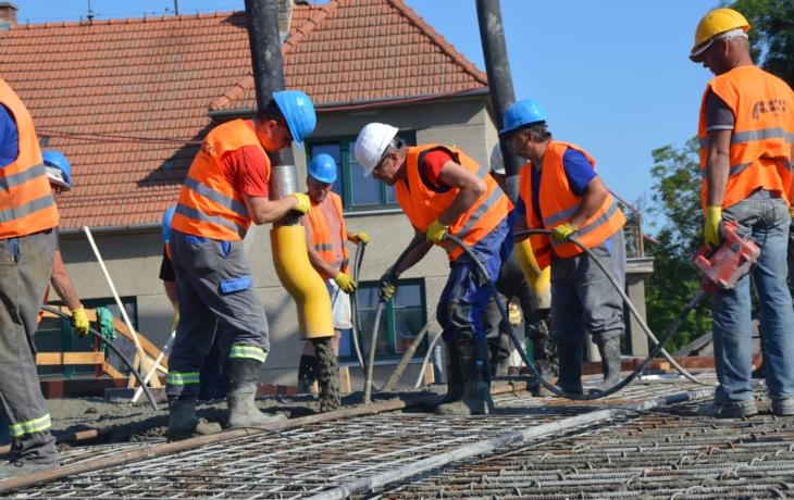 Most už zalil beton, protipovodňová ochrana Kunovic finišuje