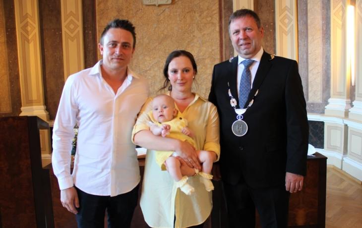 Rodiče Nely přivítal starosta