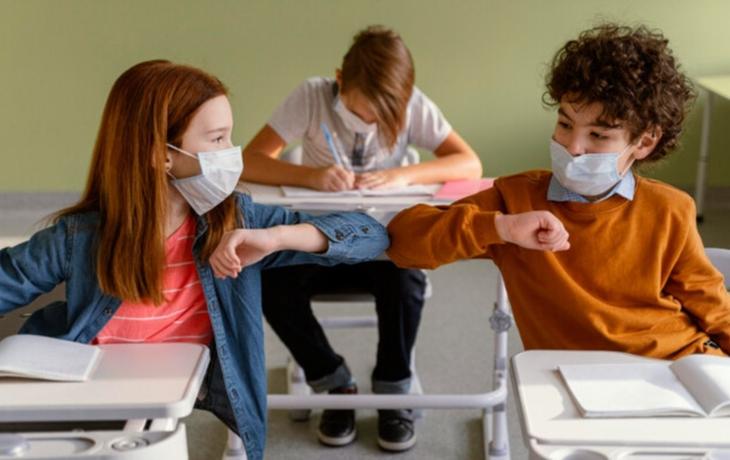 """Odmítají testování a nošení roušek ve školách, rodiče a školy jsou """"ve válce"""""""