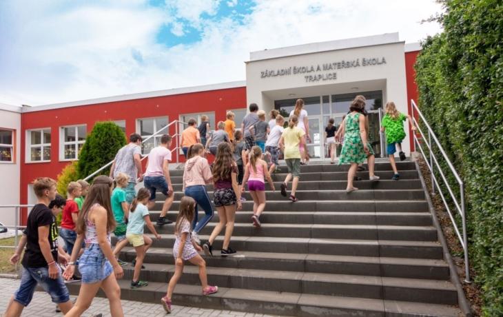 Osiřelá školka na podzim znovu ožije, seniory i maminkami s dětmi