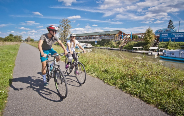 Konec záplat, nový koberec ocení i cykloturisté
