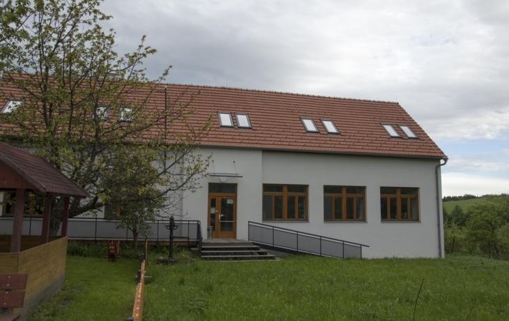 Stará škola ožila, je z ní komunitní centrum