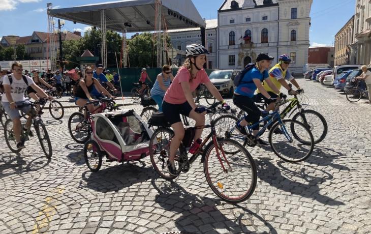 Na kole vinohrady vyrazily stovky lidí