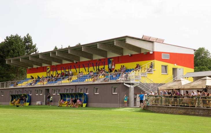 Čekali deset let, v Dolním Němí mají novu fotbalovou tribunu