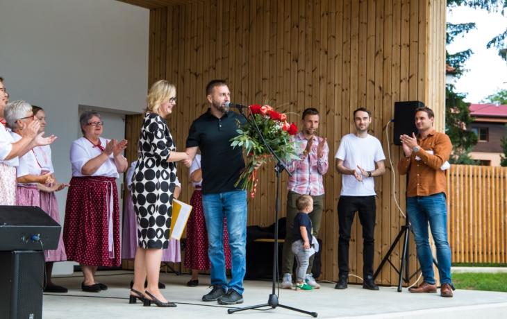 V Nezdenicích slavnostně otevřeli zrekonstruovaný areál Školka