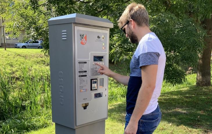 Turisty vítají parkomaty, zaplatí 30 korun za den