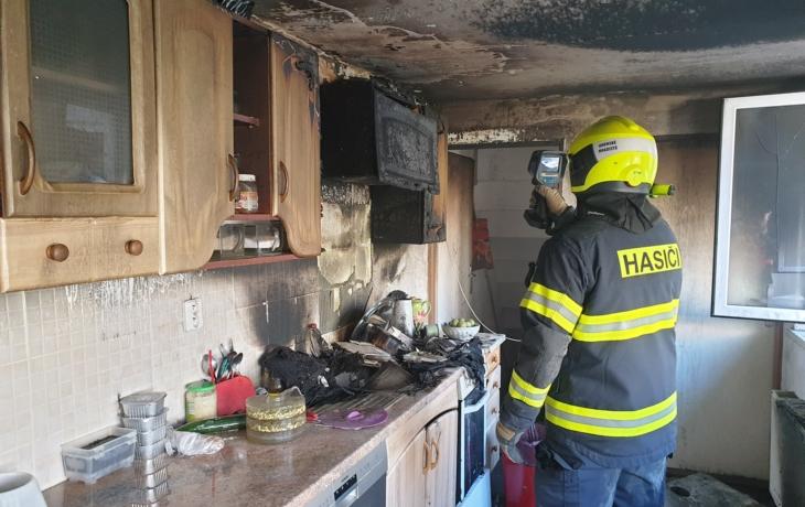 Z hořící kuchyně zachránili tři psy