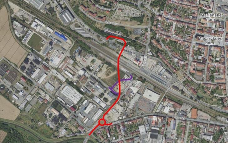 Odzvoní kolapsům na 26. dubna, radnice postaví most přes trať a kruhový objezd