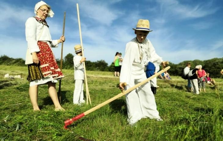 Dvacáté Horňácké kosení se nad Malou Vrbkou vydařilo po všech stránkách