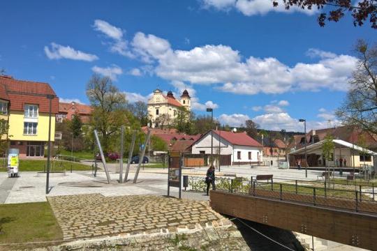 Tillichovo náměstí bere bronz