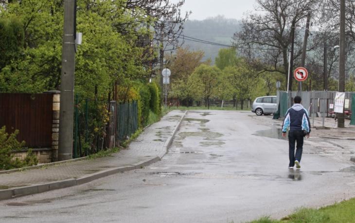 Obec stavěla načerno, bezpečnost chodců je ohrožena