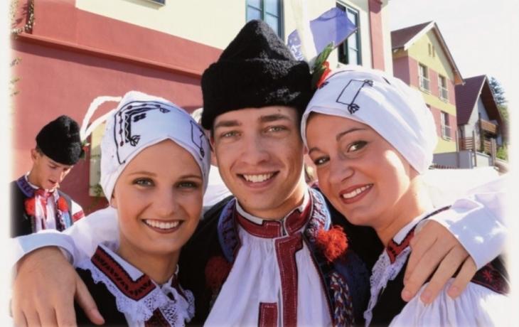 Nadace Děti-kultura-sport podpoří krojované čtyřmi miliony
