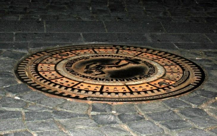 Kanalizace musí pod chodník, obec sáhne hlouběji do kapsy