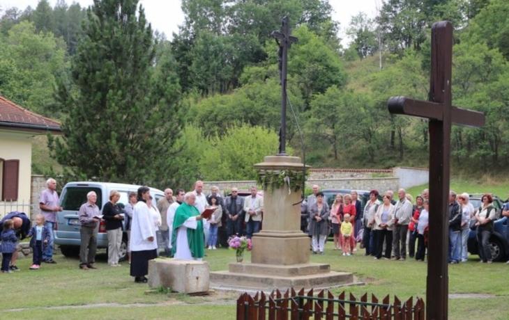 Kamenný kříž je po 150 letech zase jako nový