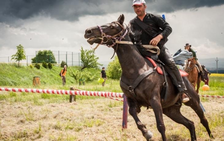 Adrenalin v sedle koní