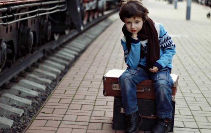 Školáci se nemají kam vráti z prázdnin, čeká je azyl