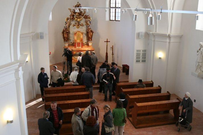 Restaurátorům se podařilo obnovit oltář podle fotografií