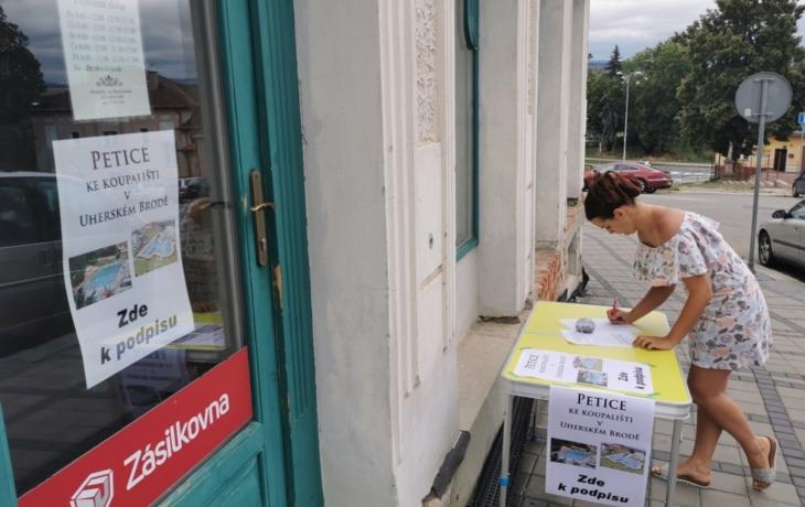Petice skončila, ale podpisy za referendum se sbírají dál!